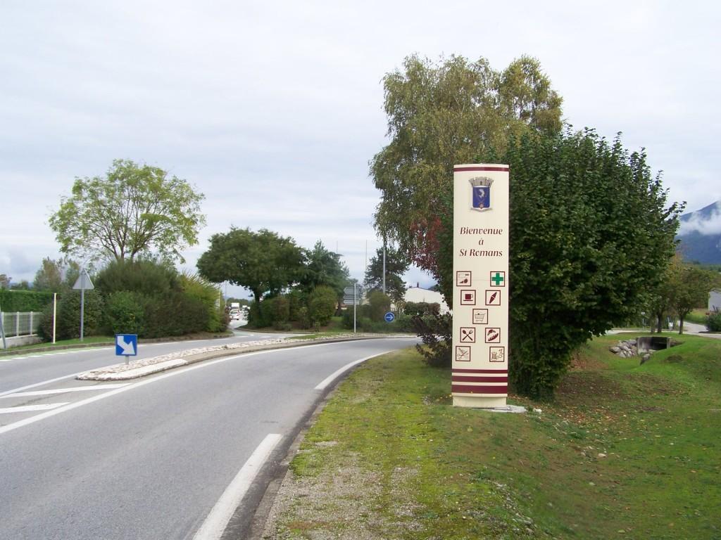 Entrée deu village de Saint Romans