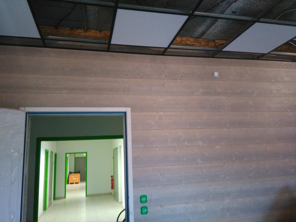 plancher flottant mur en lambris et peinture murale atelier d 39 insertion la providence saint. Black Bedroom Furniture Sets. Home Design Ideas