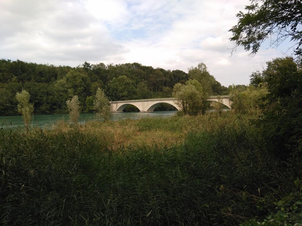 Pont de Beauvoir vu depuis les berges de l'Isère