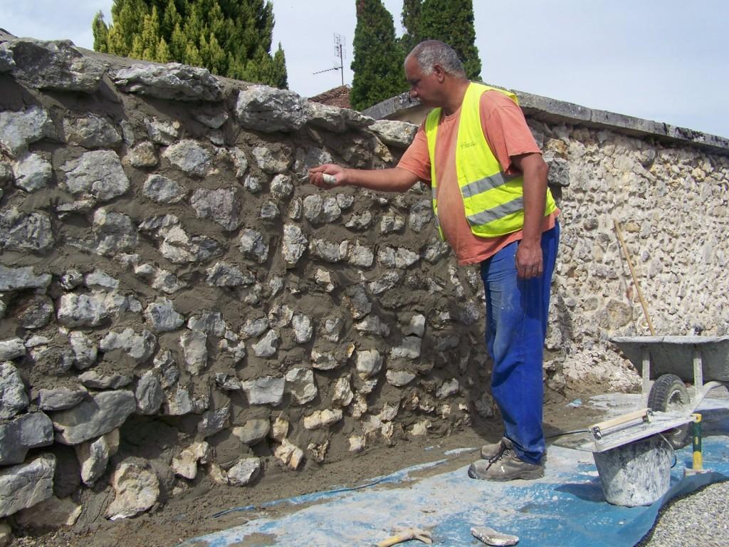 Rejointoiement d'un vieux mur