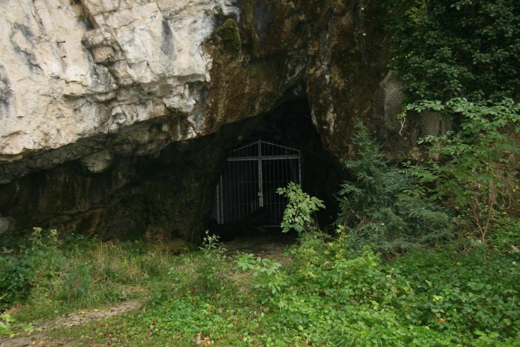Entrée de grotte condamée