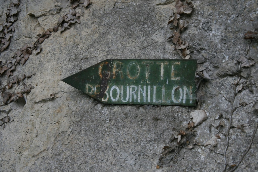 Indication de direction de la Grotte de Bournillon