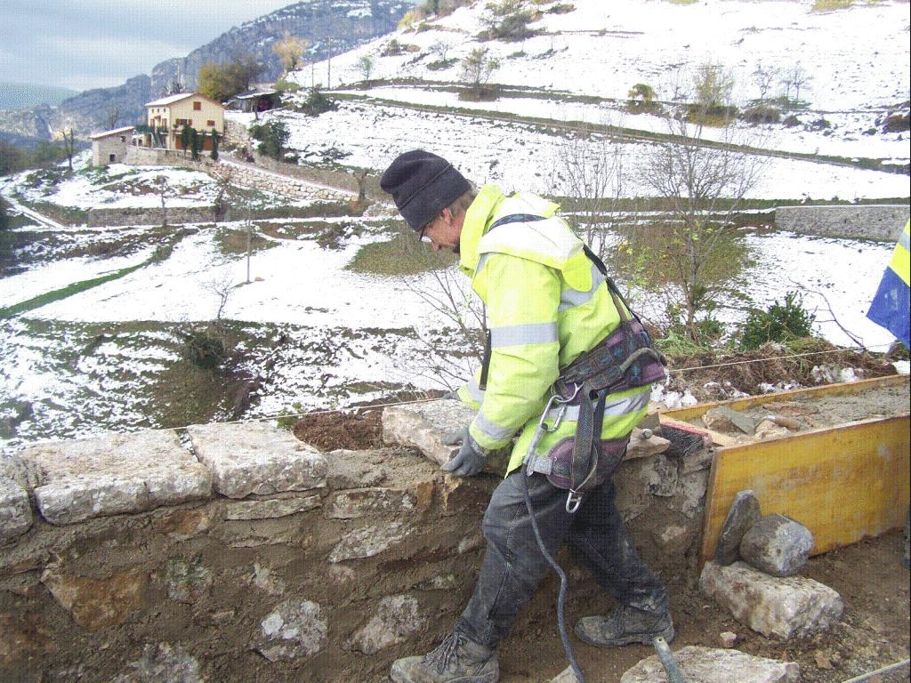 Dessus du mur en pierre plate pour la finition