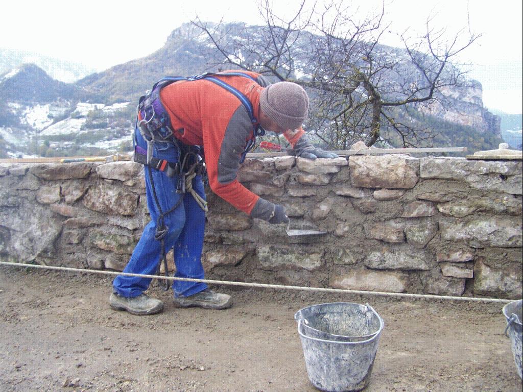 Jointage des pierre à la truelle